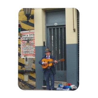 Hombre de la música en la calle en Buenos Aires Imanes De Vinilo