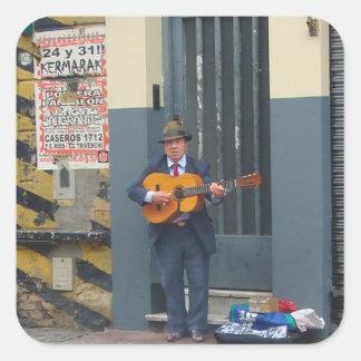Hombre de la música en la calle en Buenos Aires Pegatina Cuadrada