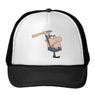 Hombre de negocios enojado con el bate de béisbol gorros