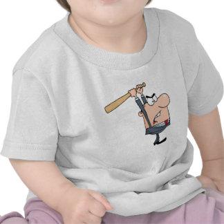 Hombre de negocios enojado con el bate de béisbol camiseta