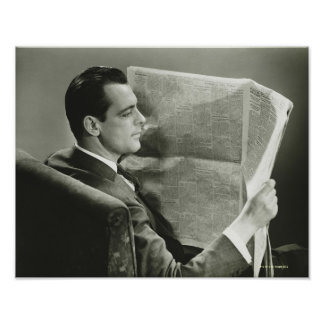 Hombre de negocios que lee el periódico posters
