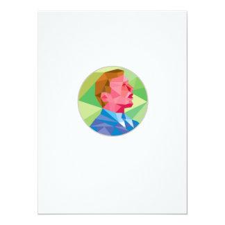 Hombre de negocios que mira para arriba el invitación 13,9 x 19,0 cm