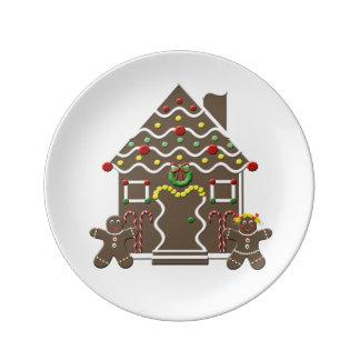 Hombre de pan de jengibre y chica lindos de la platos de cerámica