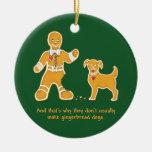 Hombre de pan de jengibre y perro divertidos para adorno de navidad
