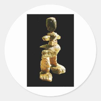 Hombre de piedra para la médula pegatina redonda
