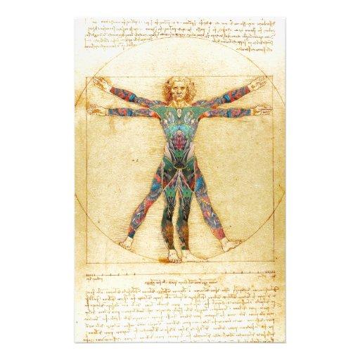 Hombre de Vitruvian de da Vinci con los tatuajes Papeleria