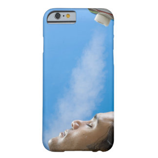 Hombre debajo del grifo del vapor en el balneario funda barely there iPhone 6