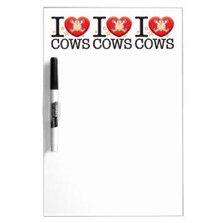 Hombre del amor de las vacas pizarra blanca