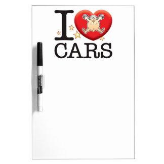 Hombre del amor de los coches pizarra blanca