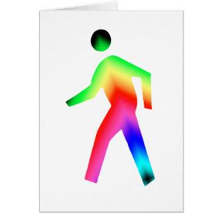 Hombre del arco iris que camina tarjeta de felicitación