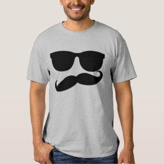 Hombre del bigote poleras