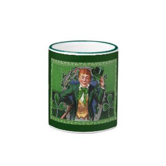 Hombre del día de St Patrick del vintage en taza
