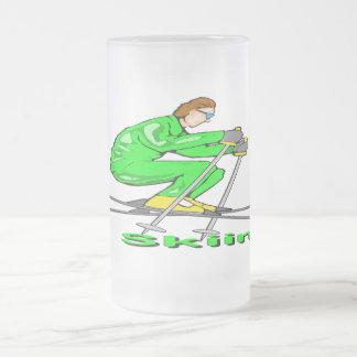 Hombre del esquí taza de cristal