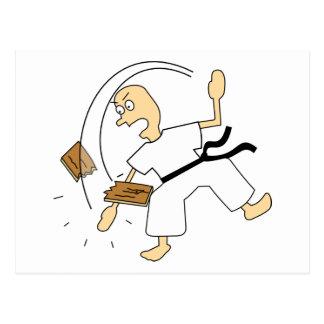 Hombre del karate del dibujo animado que taja al tarjetas postales