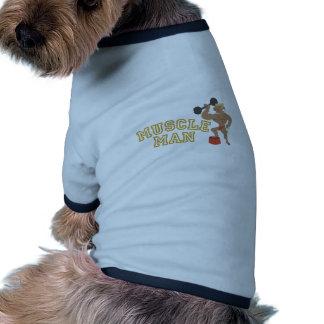 Hombre del músculo camiseta con mangas para perro