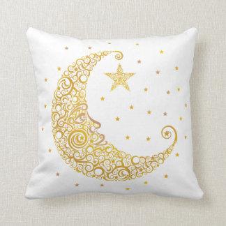 Hombre del oro en la almohada de la luna