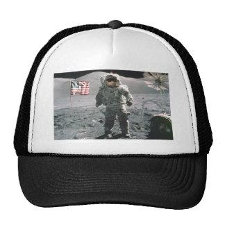 Hombre del último de Apolo 17 en el gorra de la lu