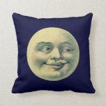 Hombre del vintage en la luna almohada