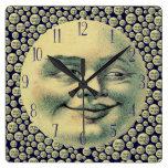 Hombre del vintage en la luna relojes de pared