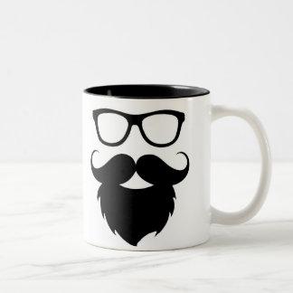 Hombre divertido maduro de la barba taza de café de dos colores