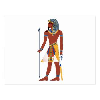 Hombre egipcio antiguo del moreno en el tocado que postales