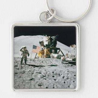Hombre en el llavero de la luna