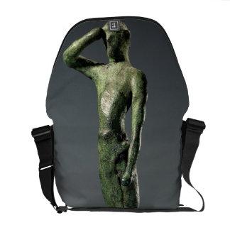 Hombre en el rezo, escultura de bronce griega arca bolsas messenger