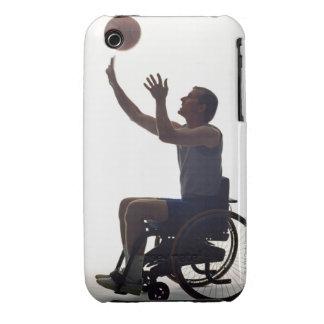 Hombre en la silla de ruedas que juega con iPhone 3 Case-Mate fundas