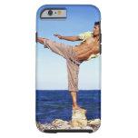Hombre en los artes marciales que golpean la funda para iPhone 6 tough