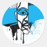 Hombre en pintada etiquetas redondas