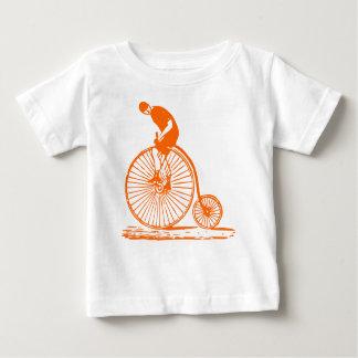 Hombre en un comino del penique - naranja playera de bebé