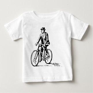Hombre en una bici - negro playera de bebé