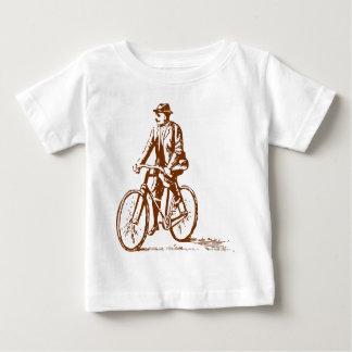 Hombre en una bici - nuez Brown Playera De Bebé