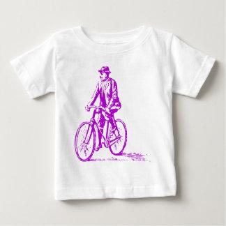 Hombre en una bici - púrpura playera de bebé