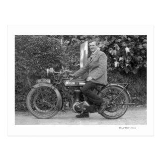 Hombre en viejo B S A Motorbike Tarjetas Postales