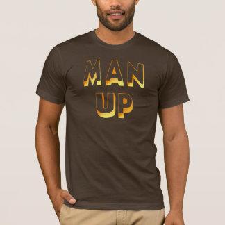Hombre encima de la camiseta