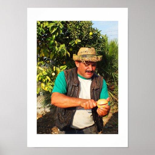 Hombre español con un pomelo posters