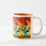 Hombre etíope en té de colada del turbante taza de café