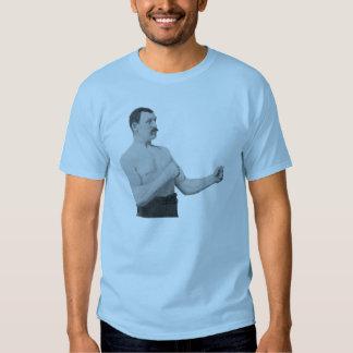 Hombre excesivamente de hombres camisas