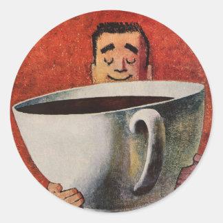 Hombre feliz del vintage que bebe la taza de café