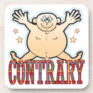 Hombre gordo contrario posavasos