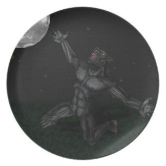 Hombre lobo Lycan que grita y que aúlla en la luna Platos Para Fiestas