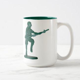 Hombre plástico verde del ejército tazas