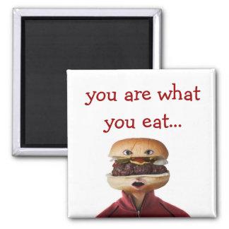 Hombre principal de la hamburguesa sobre blanco imán cuadrado
