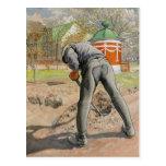 Hombre que cava c1912 postal