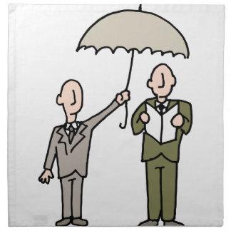 Hombre que comparte su paraguas servilleta