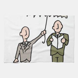 Hombre que comparte su paraguas toalla de mano