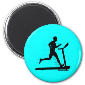 Hombre que corre en una rueda de ardilla imán redondo 5 cm