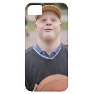 Hombre que juega a baloncesto iPhone 5 funda