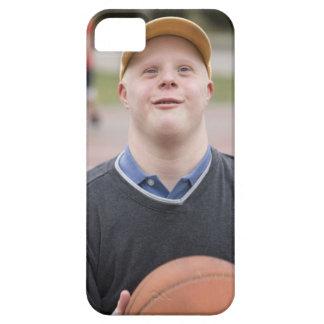 Hombre que juega a baloncesto iPhone 5 fundas